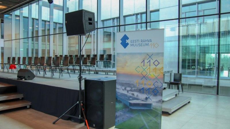 GALERII   Eesti Rahva Muuseum tähistas 110. sünnipäeva, kus pisteti pintslisse 110kilone hiigeltort