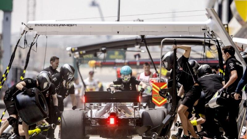 TWITTERIMÖLL   Mercedese mehaanikute ulmeline töö ajas sotsiaalmeedia pöördesse