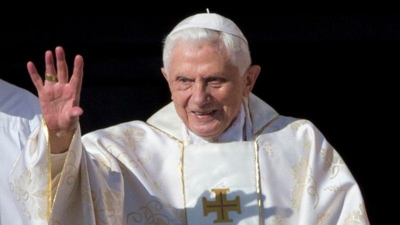 Бывший папа римский назвал сексуальную революцию причиной педофилии среди священников