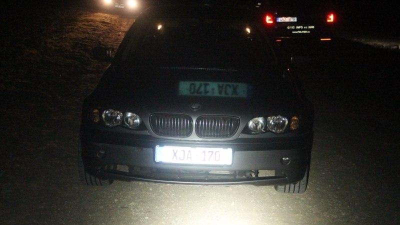 Двое парней попытались скрыться от полиции в лесу: они вели машину без прав и под кайфом