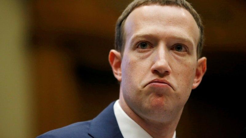 Цукерберг в зоне риска: акционеры Facebook требуют убрать его с поста главы правления