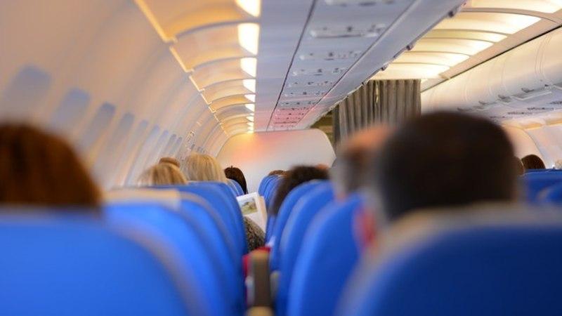 Lennufirma juht koristas lennukist prügi!