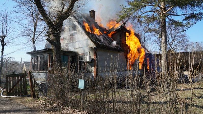 FOTOD | Lääne-Virumaal põles inimene majja sisse