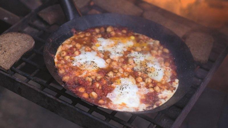 Hele-Mai Alamaa metsaköök: Shakshuka ehk Munad tomati kaisus