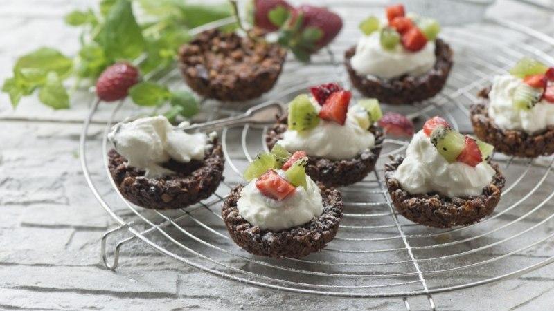 Müslikorvikesed Kreeka jogurti ja puuviljadega
