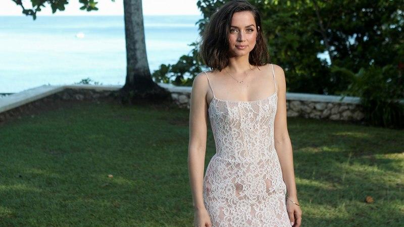 Uus Bondi-beib vallutas Hollywoodi erootikafilmiga