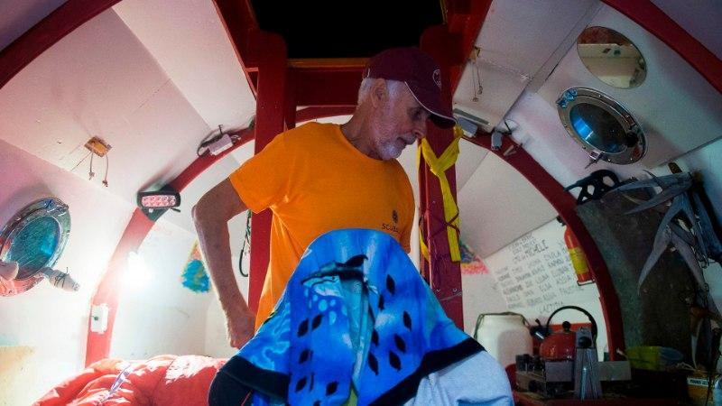 HOOVUSTE TOEL TEISELE MANDRILE: 72aastane mees ületas tünnis Atlandi ookeani