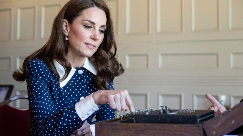 Hertsoginna Catherine treenis kuninglikuks rolliks printsess Diana videoklippe vaadates