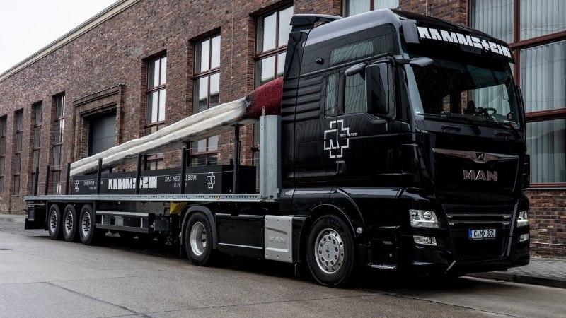 Rammstein отправляется в тур по Европе с огромной спичкой
