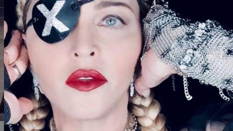 Madonna näitab, mida ta arvab oma kehva etteaste kritiseerijatest