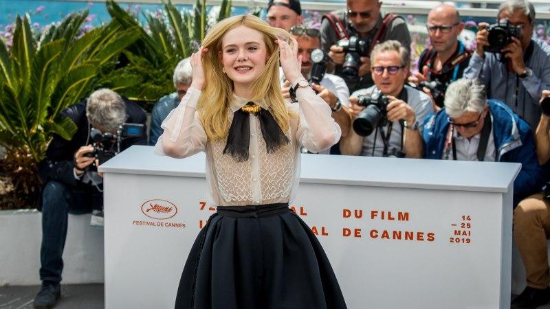 Elle Fanning minestas Cannes'is liiga pingul kleidi tõttu