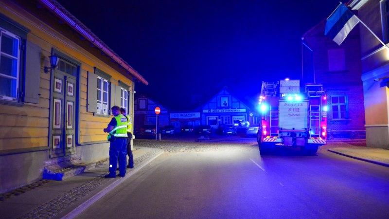 FOTOD | ANOMAALIA VILJANDIS: autod sõidavad majadele sisse