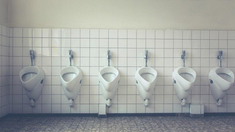PÜSTI VÕI ISTUDES? Uroloog ütleb meestele, kuidas on tervislikum pissida