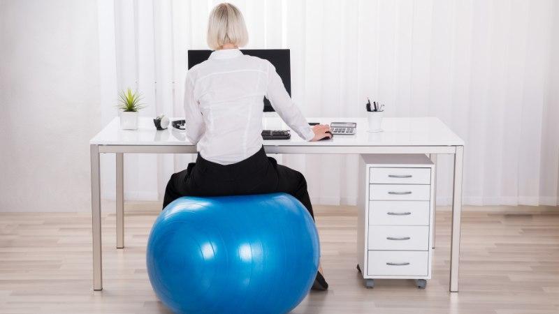 Kolm pisikest asja, mis aitavad tööpäeva tervislikku nooti lisada