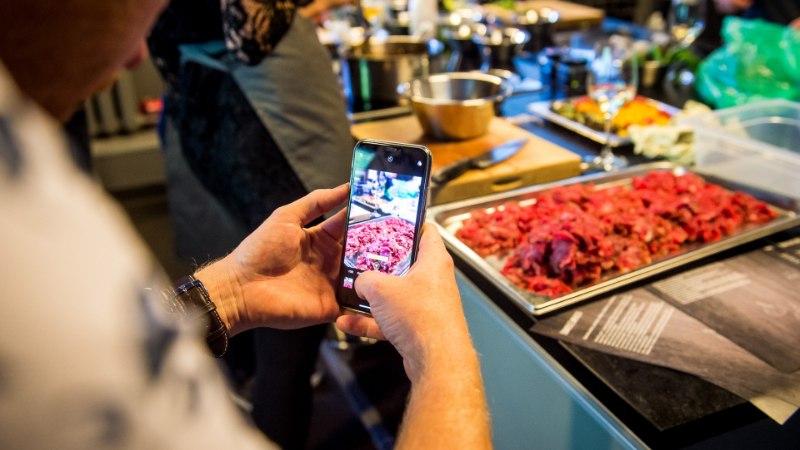 GALERII   Glamuuriüritusel õpetati, kuidas saavutada NEFFi kodutehnikaga kulinaarset elamust