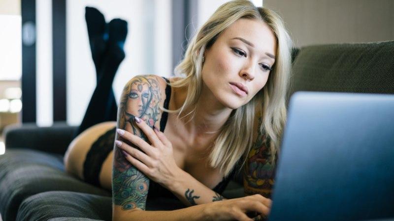 RIKAS SEKSIELU PAARILISETA: uus trend on e-seksuaalsus