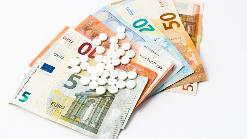 ROHKEM KUI LÄTIS: arst-residendid teenivad nüüd üle 2000 euro kuus