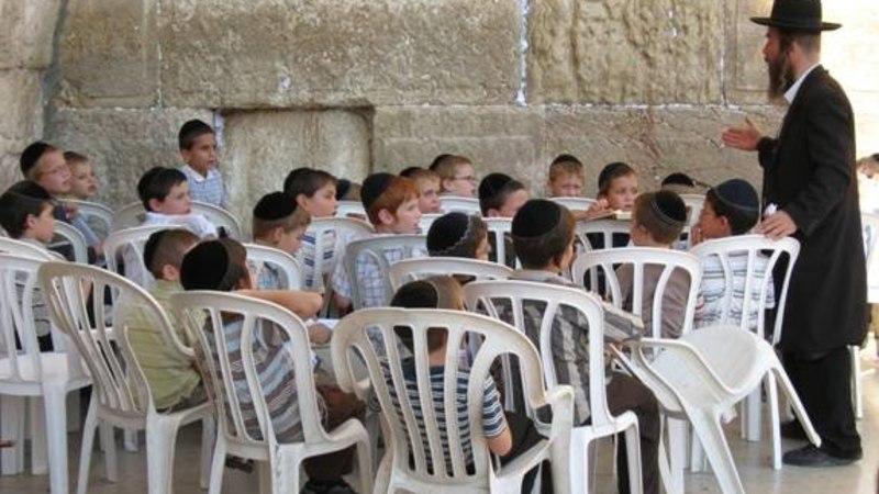 JÄRGMINE PEATUS   Pilguheit ultraortodokssete juutide maailma: kodus on mitu kraanikaussi ning hakklihakaste on suurim viga