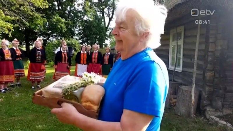 VIDEO   Juubilar Ivo Linna esimesed õnnitlejad olid Muhu memmed