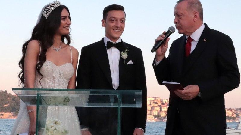 Saksamaal põlu alla sattunud Özil kutsus president Ergodani oma pulma isameheks