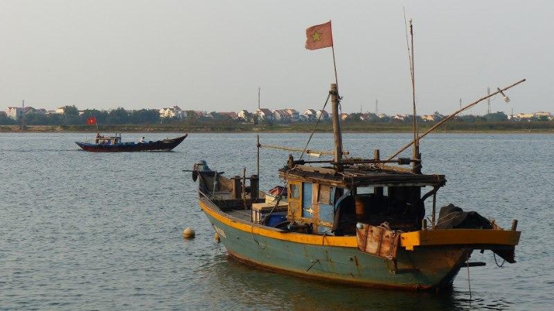 Karm võitlus ebaseadusliku kalapüügiga: Indoneesia uputab sadu välismaa laevu
