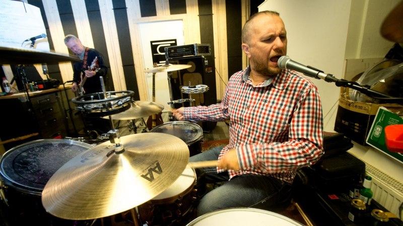 TAAS LAVAL! Möödunud aastal bassimehe kaotanud ansambel Kosmikud leidis uue bändiliikme sõprade ringist