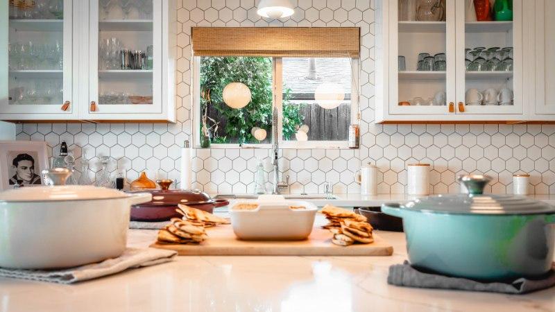 Too köögiellu särtsu! Mosaiiktehnikas kuumaalus on efektne ja praktiline samaaegselt